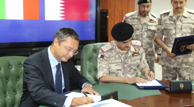 Executive Group Director Strategy of MBDA Pasquale di Bartolomeo and Qatari naval commander Major General Mohammed Nasser Al Mohannadi signing the Coastal Defense System contract in Doha, Septembre 1st.